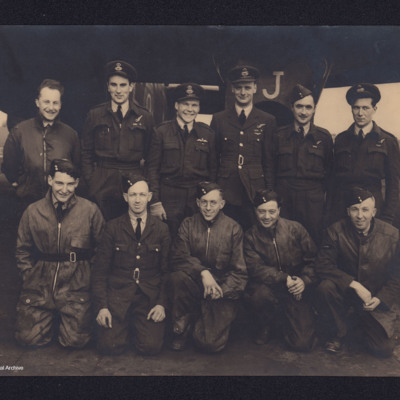 Halifax Mk 2 with aircrew and ground crew