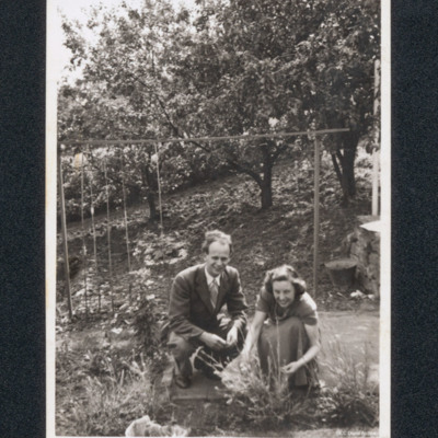 Dennis Raettig with his wife Joan in a garden