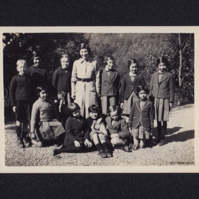 Group of school children with David Boldy's mother