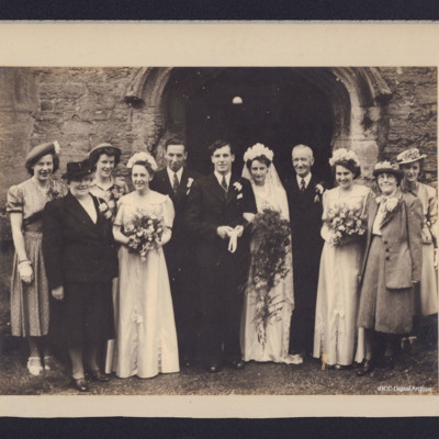 Donald and Sylvia Fraser's wedding party
