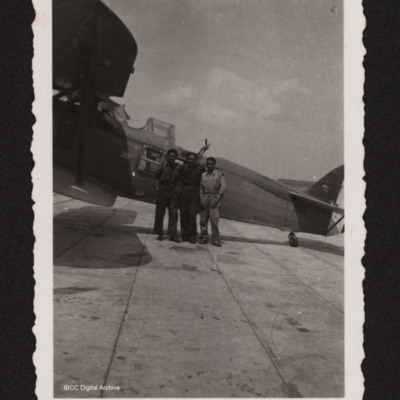 Three men inf front of a Ro.37